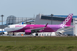 ぎんじろーさんが、成田国際空港で撮影したピーチ A320-214の航空フォト(飛行機 写真・画像)