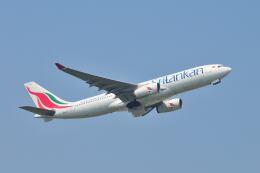 ポン太さんが、成田国際空港で撮影したスリランカ航空 A330-243の航空フォト(飛行機 写真・画像)
