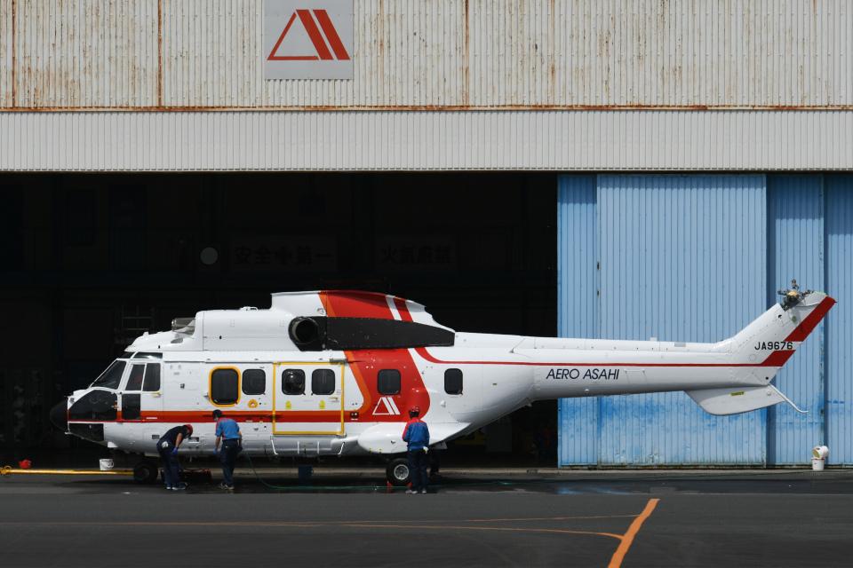 チャーリーマイクさんの朝日航洋 Aerospatiale AS332 Super Puma (JA9676) 航空フォト