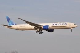 Flying A340さんが、成田国際空港で撮影したユナイテッド航空 777-322/ERの航空フォト(飛行機 写真・画像)