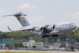 KANTO61さんが、横田基地で撮影したアメリカ空軍 C-17A Globemaster IIIの航空フォト(飛行機 写真・画像)