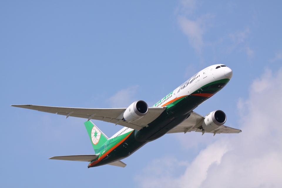 赤ちんさんのエバー航空 Boeing 787-9 (B-17882) 航空フォト