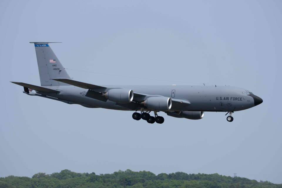 Takeshi90ssさんのアメリカ空軍 Boeing C-135 Stratolifter (64-14828) 航空フォト