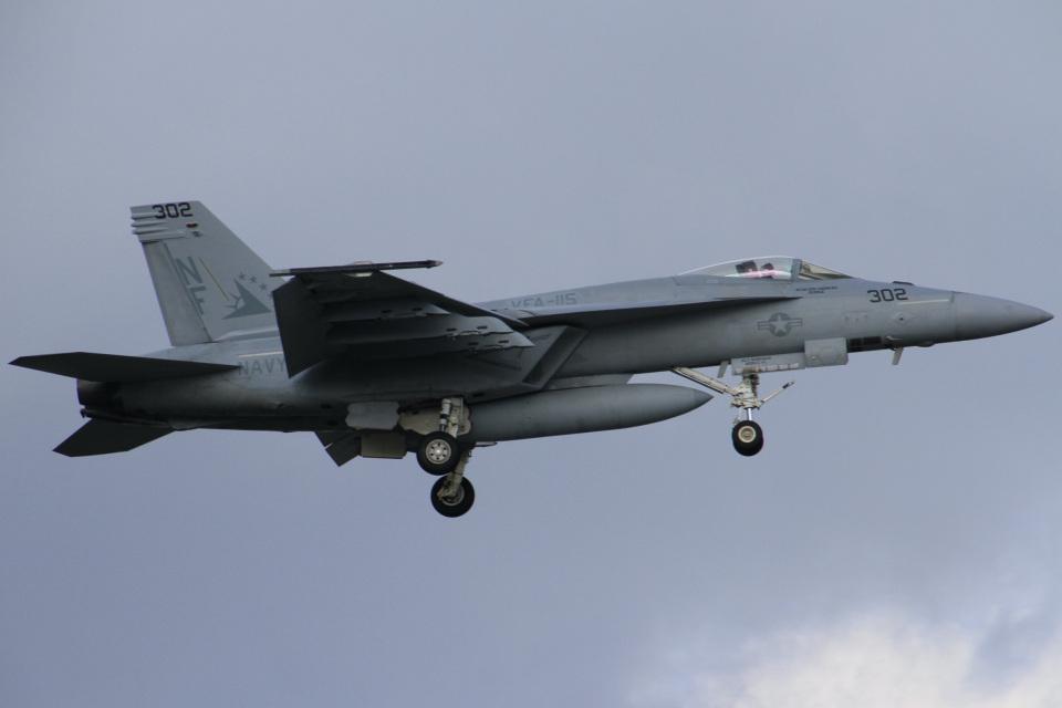 ちゅういちさんのアメリカ海軍 Boeing F/A-18 (166851) 航空フォト