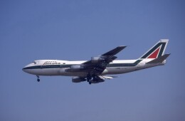 kumagorouさんが、成田国際空港で撮影したアリタリア航空 747-243Bの航空フォト(飛行機 写真・画像)