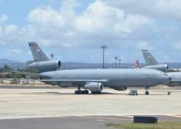 不揃いさんが、ダニエル・K・イノウエ国際空港で撮影したアメリカ空軍 KC-10A Extender (DC-10-30CF)の航空フォト(飛行機 写真・画像)