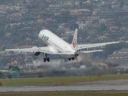 うすさんが、伊丹空港で撮影したジェイエア ERJ-190-100(ERJ-190STD)の航空フォト(飛行機 写真・画像)