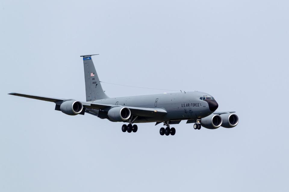 ファントム無礼さんのアメリカ空軍 Boeing C-135 Stratolifter (64-14828) 航空フォト