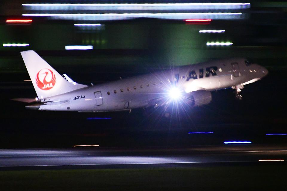 TOPAZ102さんのジェイエア Embraer 170 (JA214J) 航空フォト