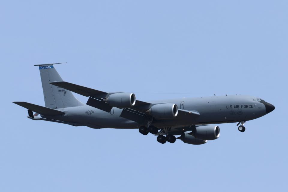 mogusaenさんのアメリカ空軍 Boeing C-135 Stratolifter (64-14828) 航空フォト