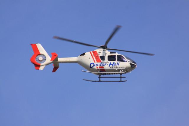 けいとパパさんが、八尾空港で撮影した学校法人ヒラタ学園 航空事業本部 EC135P2+の航空フォト(飛行機 写真・画像)