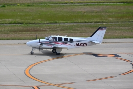 md11jbirdさんが、神戸空港で撮影した学校法人ヒラタ学園 航空事業本部 G58 Baronの航空フォト(飛行機 写真・画像)