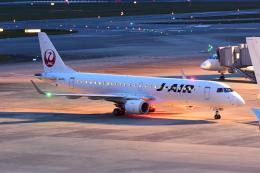 TOPAZ102さんが、伊丹空港で撮影したジェイエア ERJ-190-100(ERJ-190STD)の航空フォト(飛行機 写真・画像)