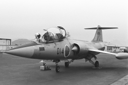 チャーリーマイクさんが、岩国空港で撮影した航空自衛隊 F-104DJ Starfighterの航空フォト(飛行機 写真・画像)