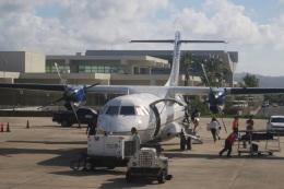 Hiro-hiroさんが、アントニオ・B・ウォン・パット国際空港で撮影したユナイテッド・エクスプレス ATR 42の航空フォト(飛行機 写真・画像)