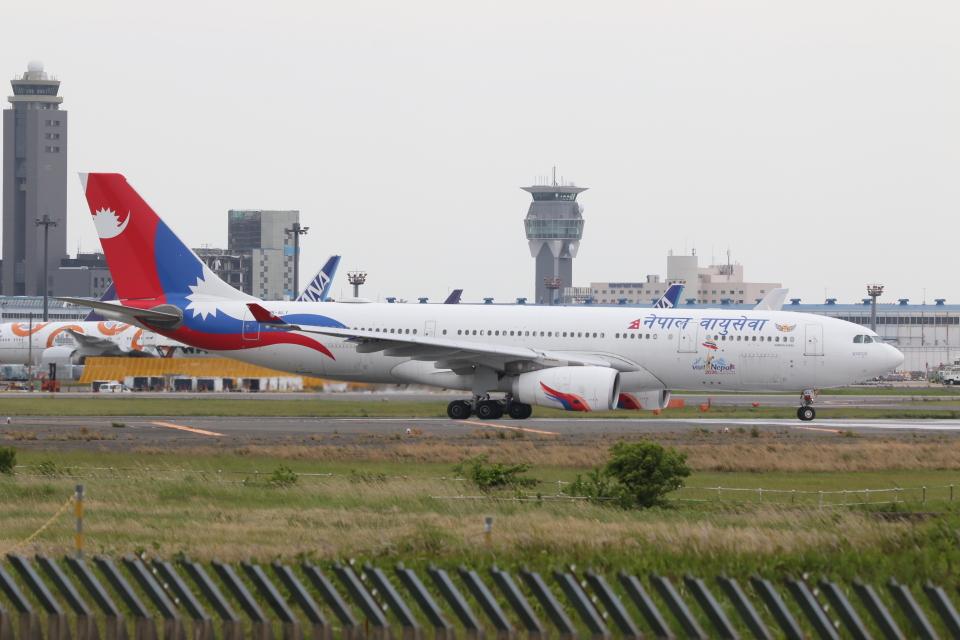 NIKEさんのネパール航空 Airbus A330-200 (9N-ALY) 航空フォト