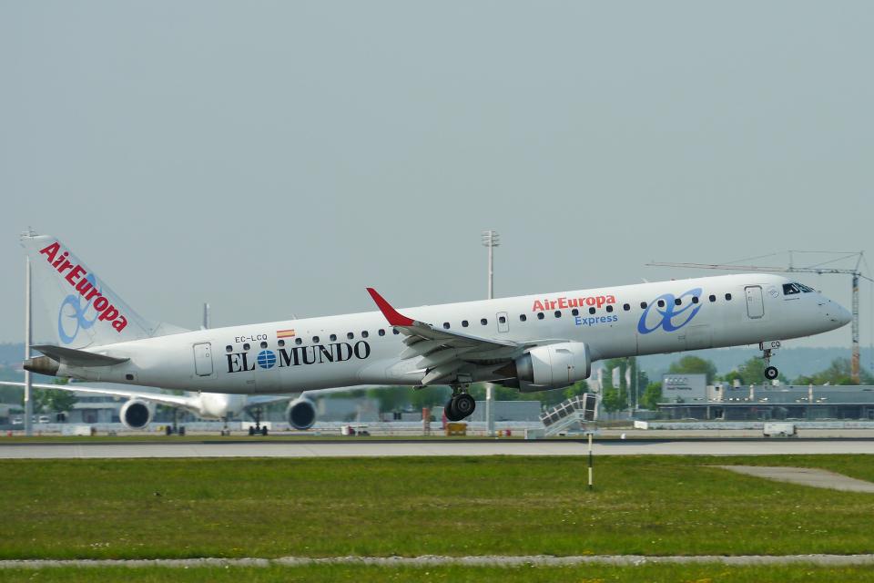 singapore346さんのエア・ヨーロッパ・エクスプレス Embraer 195 (EC-LCQ) 航空フォト