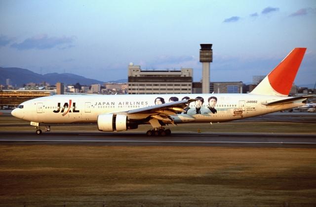 ITM58さんが、伊丹空港で撮影した日本航空 777-246の航空フォト(飛行機 写真・画像)