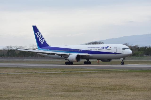 E-75さんが、函館空港で撮影した全日空 767-381/ERの航空フォト(飛行機 写真・画像)