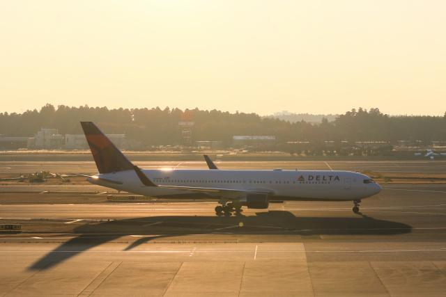 inyoさんが、成田国際空港で撮影したデルタ航空 767-332/ERの航空フォト(飛行機 写真・画像)