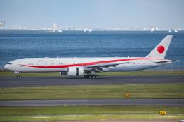 Tomo-Papaさんが、羽田空港で撮影した航空自衛隊 777-3SB/ERの航空フォト(飛行機 写真・画像)