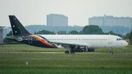 singapore346さんが、シュトゥットガルト空港で撮影したタイタン エアウェイズ A320-233の航空フォト(飛行機 写真・画像)
