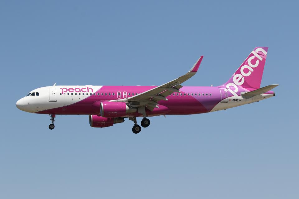 やまけんさんのピーチ Airbus A320 (JA09VA) 航空フォト