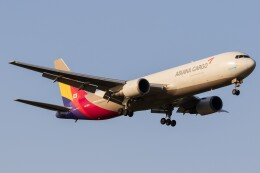 walker2000さんが、成田国際空港で撮影したアシアナ航空 767-38EF/ERの航空フォト(飛行機 写真・画像)
