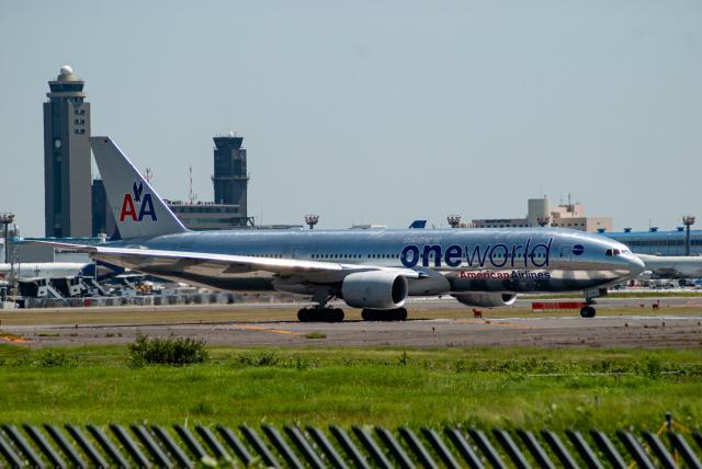 リゾッチャ(紫)さんが、成田国際空港で撮影したアメリカン航空 777-223/ERの航空フォト(飛行機 写真・画像)