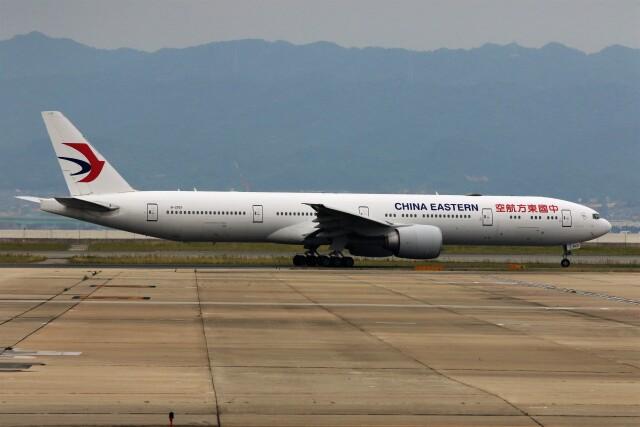 PW4090さんが、関西国際空港で撮影した中国東方航空 777-39P/ERの航空フォト(飛行機 写真・画像)