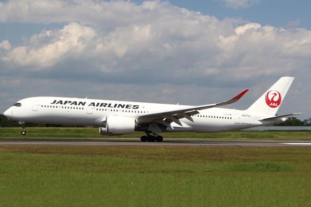 セブンさんが、伊丹空港で撮影した日本航空 A350-941の航空フォト(飛行機 写真・画像)