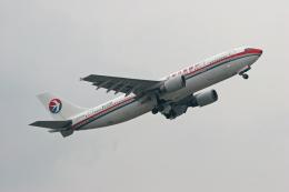 tsubameさんが、福岡空港で撮影した中国東方航空 A300B4-605Rの航空フォト(飛行機 写真・画像)
