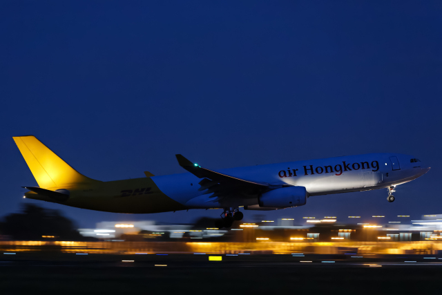 SGR RT 改さんが、成田国際空港で撮影したエアー・ホンコン A330-343(P2F)の航空フォト(飛行機 写真・画像)