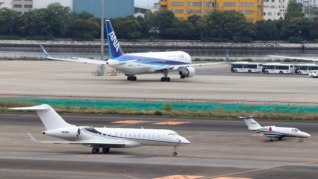 誘喜さんが、羽田空港で撮影したウィルミントン・トラスト・カンパニー BD-700-1A10 Global Expressの航空フォト(飛行機 写真・画像)