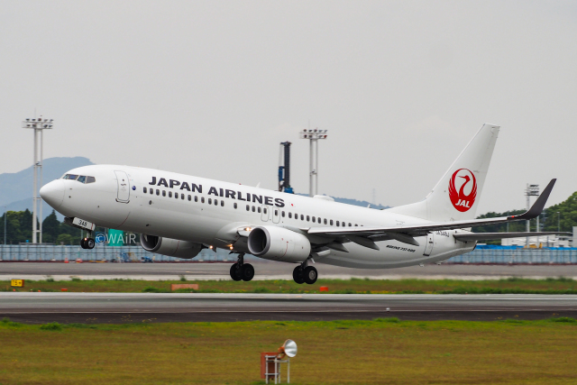 WAiRさんが、熊本空港で撮影した日本航空 737-846の航空フォト(飛行機 写真・画像)