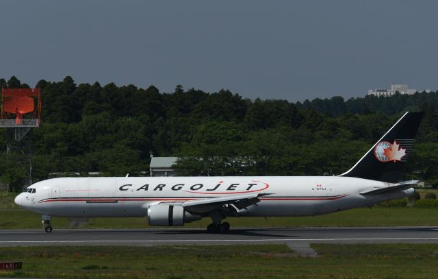 チャーリーマイクさんが、成田国際空港で撮影したカーゴジェット・エアウェイズ 767-35E/ER(BCF)の航空フォト(飛行機 写真・画像)