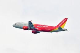 Hiro Satoさんが、プーケット国際空港で撮影したタイ・ベトジェットエア A320-214の航空フォト(飛行機 写真・画像)