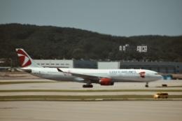 東亜国内航空さんが、仁川国際空港で撮影したチェコ航空 A330-323Xの航空フォト(飛行機 写真・画像)