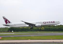 雲霧さんが、成田国際空港で撮影したカタール航空 777-3DZ/ERの航空フォト(飛行機 写真・画像)