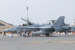 banshee02さんが、横田基地で撮影したアメリカ海兵隊 F/A-18D Hornetの航空フォト(飛行機 写真・画像)