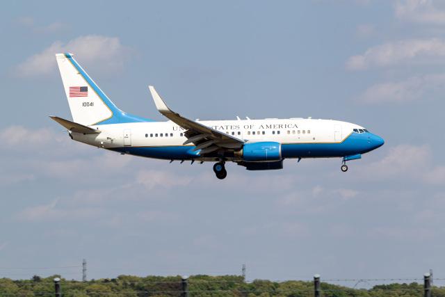 ファントム無礼さんが、横田基地で撮影したアメリカ空軍 C-40B BBJ (737-7DM)の航空フォト(飛行機 写真・画像)