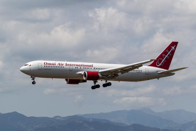 ファントム無礼さんが、横田基地で撮影したオムニエアインターナショナル 767-328/ERの航空フォト(飛行機 写真・画像)