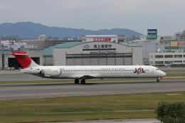 tsubameさんが、福岡空港で撮影した日本航空 MD-90-30の航空フォト(飛行機 写真・画像)