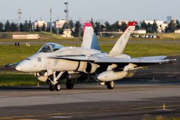 KANTO61さんが、横田基地で撮影したアメリカ海兵隊 F/A-18C Hornetの航空フォト(飛行機 写真・画像)