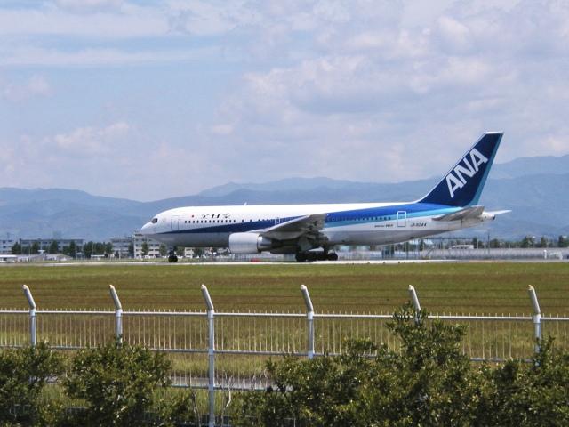 たっきーさんが、高知空港で撮影した全日空 767-281の航空フォト(飛行機 写真・画像)