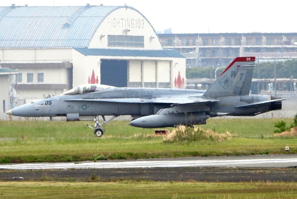 チャレンジャーさんのアメリカ海兵隊 McDonnell Douglas F/A-18 Hornet (164954) 航空フォト