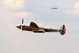まいけるさんが、ファンボロー空港で撮影したザ・フライングブルズ P-38L Lightningの航空フォト(飛行機 写真・画像)