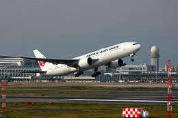 ansett747さんが、福岡空港で撮影した日本航空 777-246/ERの航空フォト(飛行機 写真・画像)