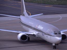 れぐぽよさんが、富山空港で撮影したアシアナ航空 737-48Eの航空フォト(飛行機 写真・画像)