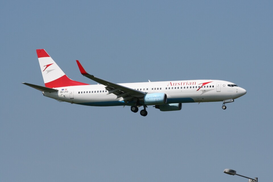 NIKEさんのオーストリア航空 Boeing 737-800 (OE-LNQ) 航空フォト